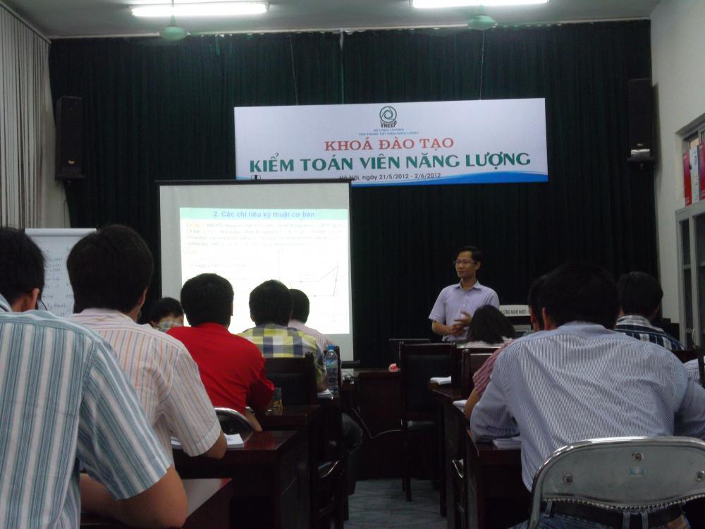 Khóa đào tạo Kiểm toán viên năng lượng do chuyên gia hàng đầu của Công ty Năng Lượng và Môi trường Bách Khoa giảng dạy